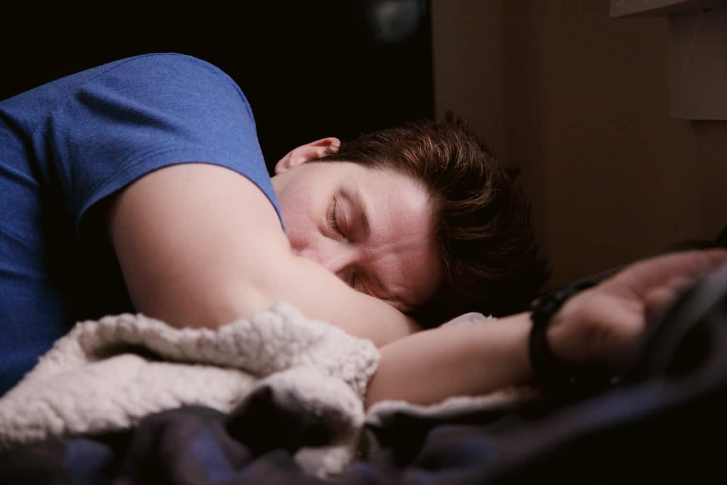 8-healthy-sleep-habits-to-develop-for-an-energetic-you