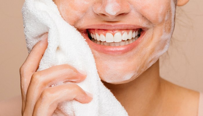 you're-probably-not-washing-your-face-long-enough:-here's-how-to-know