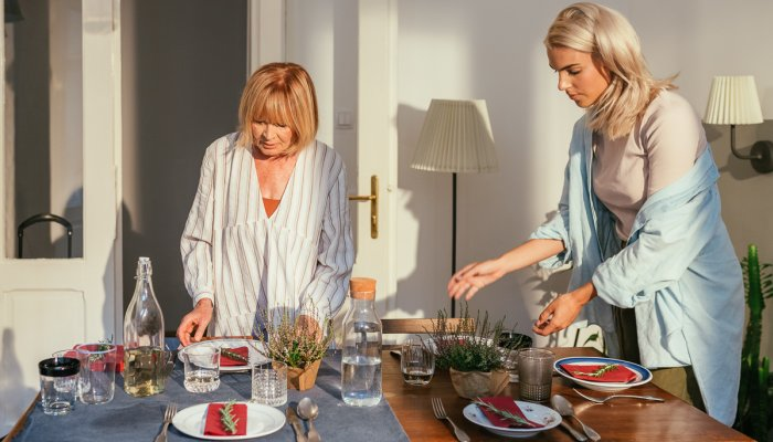so-your-in-laws-are-narcissists:-here's-how-to-deal,-from-therapists