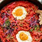 """This Vegan One-Pot Shakshuka Recipe Is Complete With Plant-Based """"Eggs"""""""