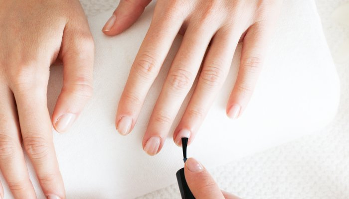 can't-paint-your-own-nails?-this-shockingly-easy-tutorial-is-made-for-you