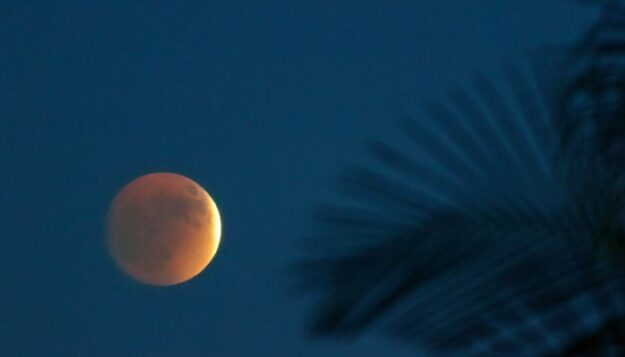 how-the-rare-super-blood-moon-eclipse-will-affect-every-zodiac-sign