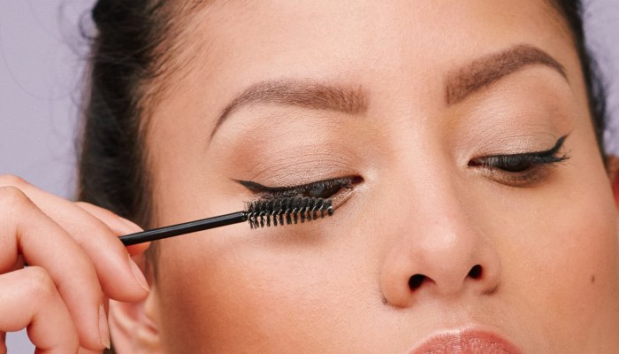 try-this-foolproof-trick-to-remove-waterproof-mascara-*without*-losing-lashes