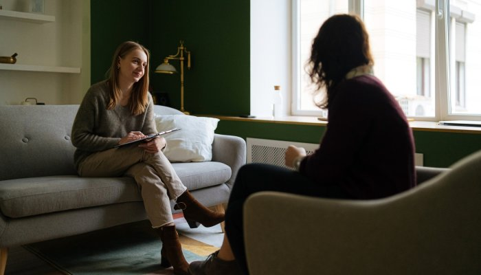 looking-for-a-new-therapist?-3-expert-tips-for-finding-the-right-fit