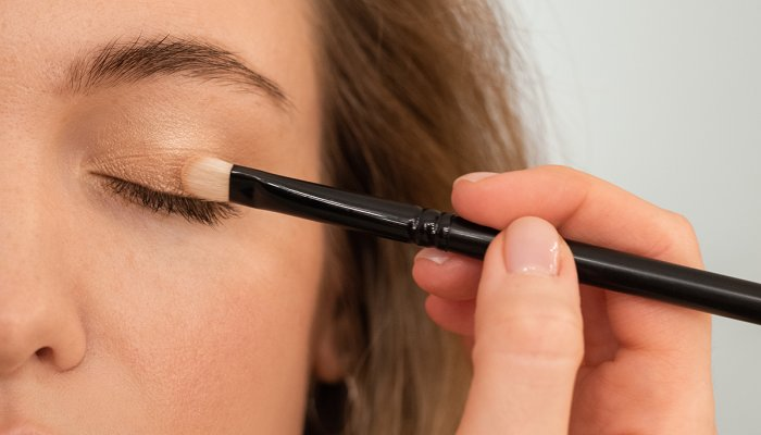 """this-""""toasting""""-technique-can-help-your-eyeshadow-look-10x-more-natural"""