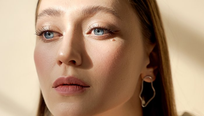 the-effortless-makeup-artist-tips-to-get-dewy-skin,-for-every-skin-type