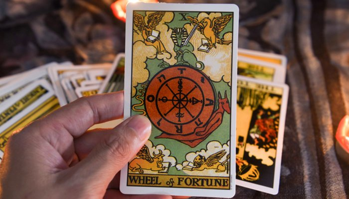 pulling-this-tarot-card-is-a-sure-sign-your-life-is-about-to-change