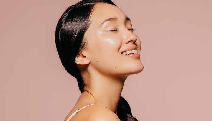 why-skin-feels-so-freaking-greasy-during-the-summer-(+-tips-to-help)