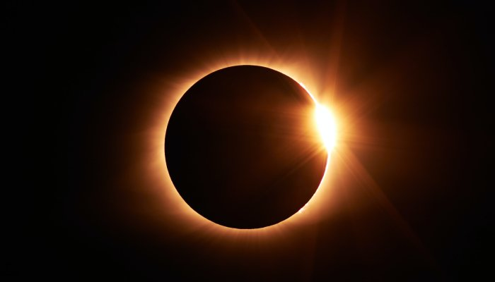 how-to-face-june's-rare-new-moon-solar-eclipse,-based-on-your-sign