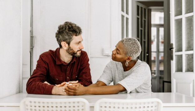 4-ways-to-support-a-partner-struggling-with-mental-health,-from-a-therapist