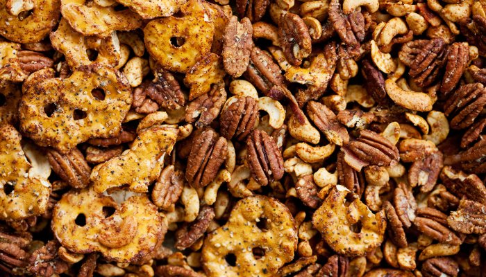 20-electrolyte-packed-snacks-to-satisfy-your-salty-cravings,-from-nutritionists