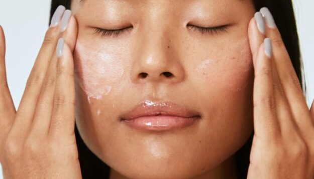these-not-so-secret-ingredients-are-your-ticket-to-hydrated,-juicy-skin