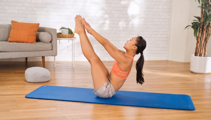 want-to-strengthen-your-upper-&-lower-abs-in-one-go?-try-this-energizing-move