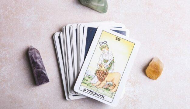 get-a-quick-energy-read-on-summer-with-this-7-card-tarot-spread