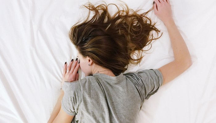 """what-it-really-means-to-be-a-""""light-sleeper""""-+-how-to-sleep-through-the-night"""
