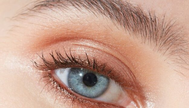 the-major-eye-liner-mistake-you-might-be-making,-from-an-md