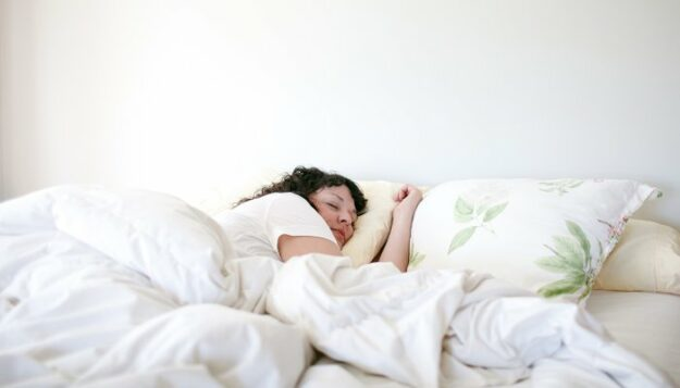 this-is-what-your-brain-actually-does-while-you-sleep,-according-to-research