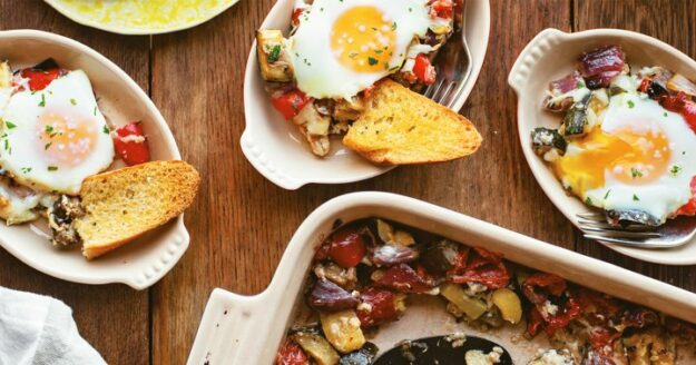 this-mediterranean-inspired-breakfast-is-packed-with-veggies-(and-so-delicious)