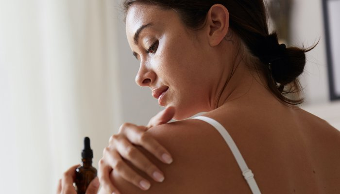 time-to-unwind:-the-11-best-natural-&-organic-massage-oils-we've-ever-tried