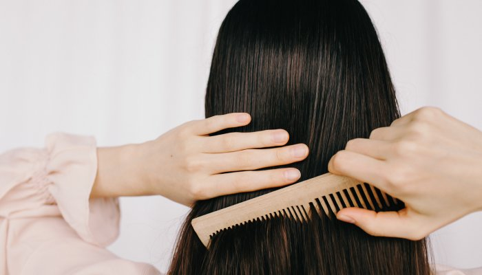 this-one-trick-can-train-your-hair-to-be-less-greasy-(thank-us-later)