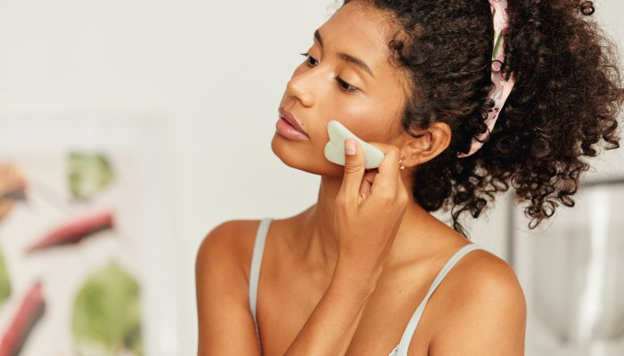 should-you-gua-sha-in-the-morning-or-at-night?-a-tcm-expert-explains