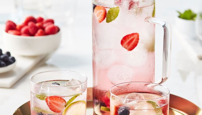 this-10-second-ice-cube-trick-can-make-all-your-go-to-drinks-way-healthier