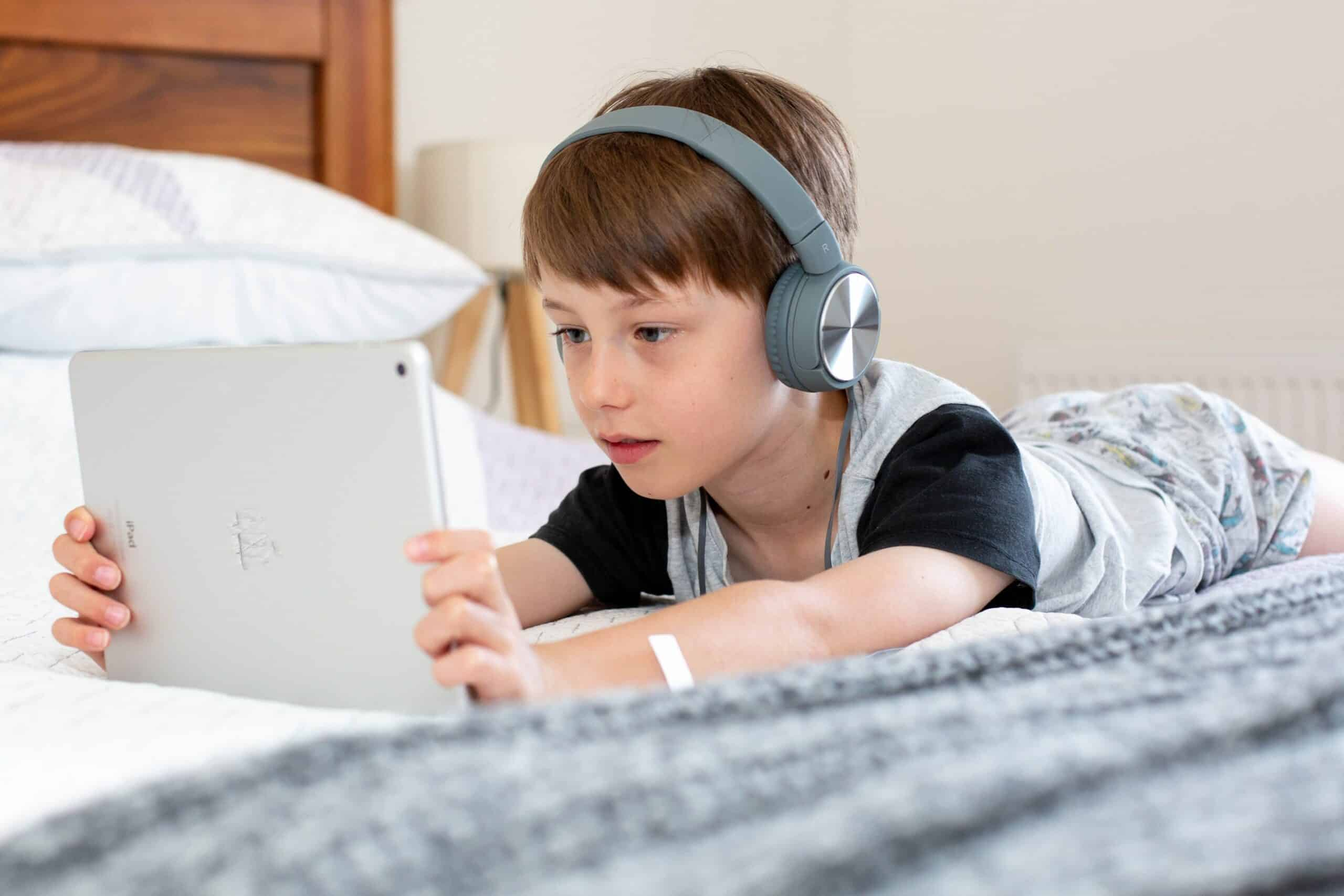 10-best-podcasts-for-kids-to-enjoy-while-learning-at-the-same-time