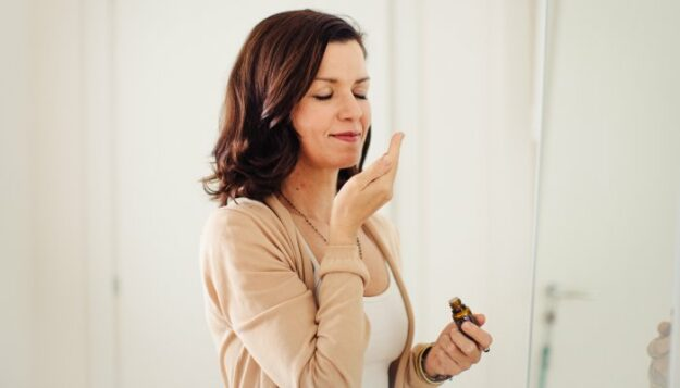 these-essential-oils-are-the-best-for-boosting-mood,-new-research-finds
