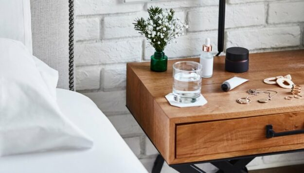 6-things-this-chiropractor-keeps-on-her-bedside-table-for-a+-sleep