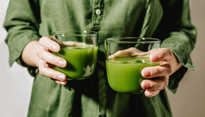 you-don't-need-a-juicer-to-make-this-nutritious-2-ingredient-green-juice