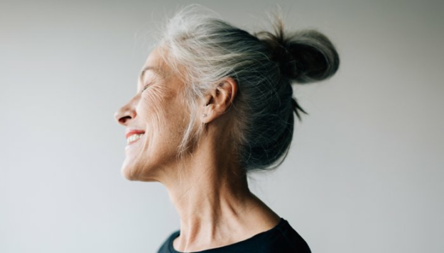 why-do-we-really-age?-a-longevity-expert-explains-2-popular-theories