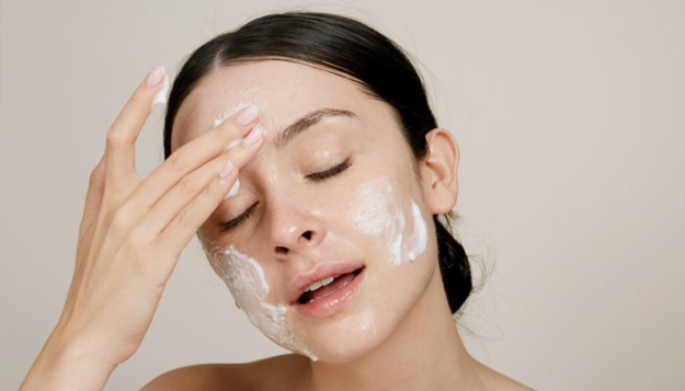 are-you-making-this-face-washing-mistake?-(don't-worry:-it's-an-easy-fix)