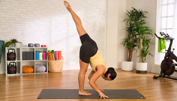 this-10-minute-glutes-workout-will-burn-out-your-lower-body-(in-the-best-way)
