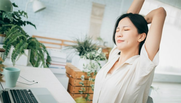 the-best-movements-for-mental-health-(that-you-can-do-from-your-desk)