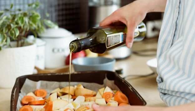 decoding-non-toxic-cookware:-what-to-look-for-+-7-of-the-best-brands