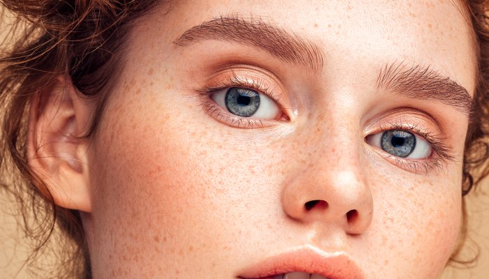 the-skin-care-hack-for-fluffy,-youthful-brows-you're-probably-missing