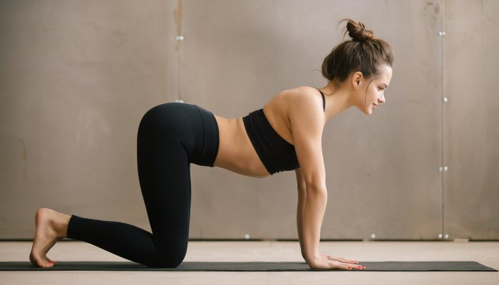 this-ridiculously-satisfying-stretch-warms-up-your-spine-&-relieves-back-pain