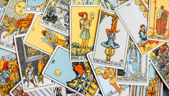 how-to-cleanse-your-tarot-deck-(to-get-the-most-accurate-readings)