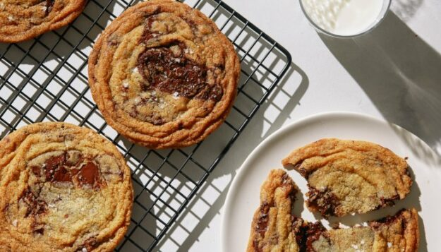eat-like-a-celeb-with-this-met-gala-chef's-vegan-chocolate-chip-cookies