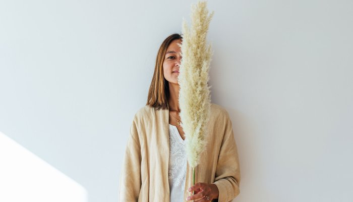 a-gardener's-guide-to-pampas:-the-fun,-fluffy-grass-you're-seeing-everywhere