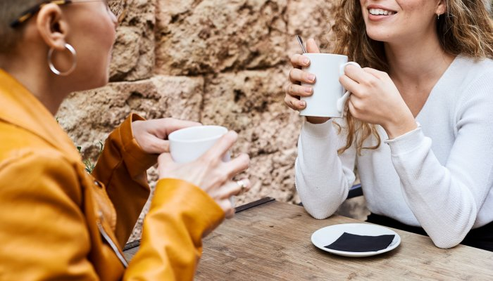 new-research-finds-the-secret-to-striking-up-conversations-with-strangers