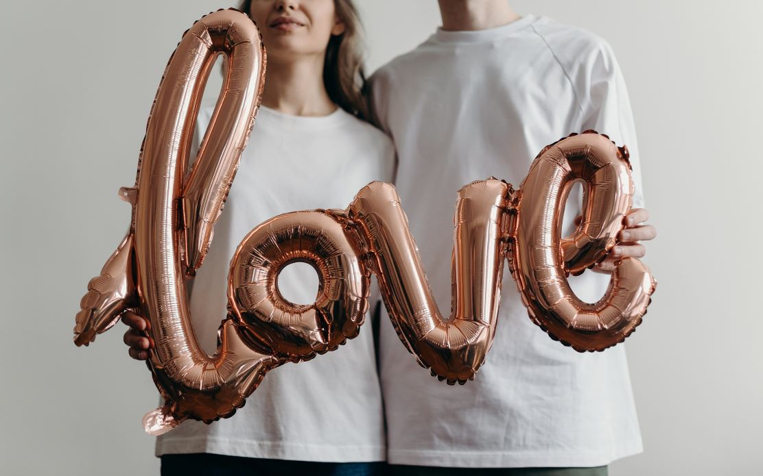 what-does-it-mean-to-love-someone?-here-are-16-signs-it's-real