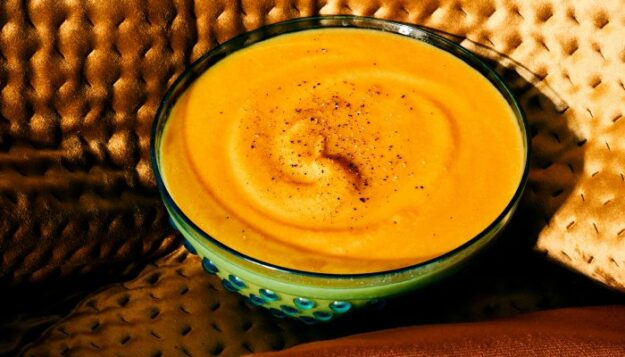a-5-ingredient-pumpkin-soup-with-secret-digestion-supporting-ingredients*