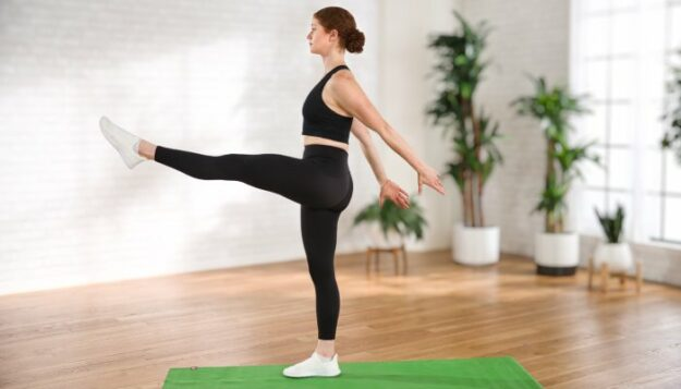 a-10-minute,-low-impact-cardio-workout-that-also-builds-full-body-strength